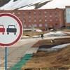 Ohituskielto (ei pysäköintikielto)  oli voimassa Barentsburgin pääkadulla (ja ainoalla kadulla).